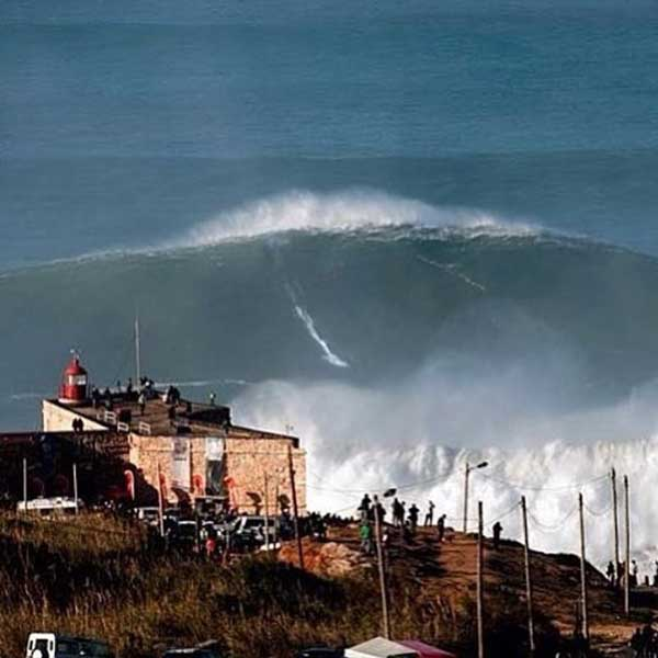 Nazaré Big Wave Surfing