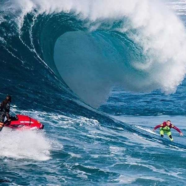 Nazaré Tow In Surfing Safety